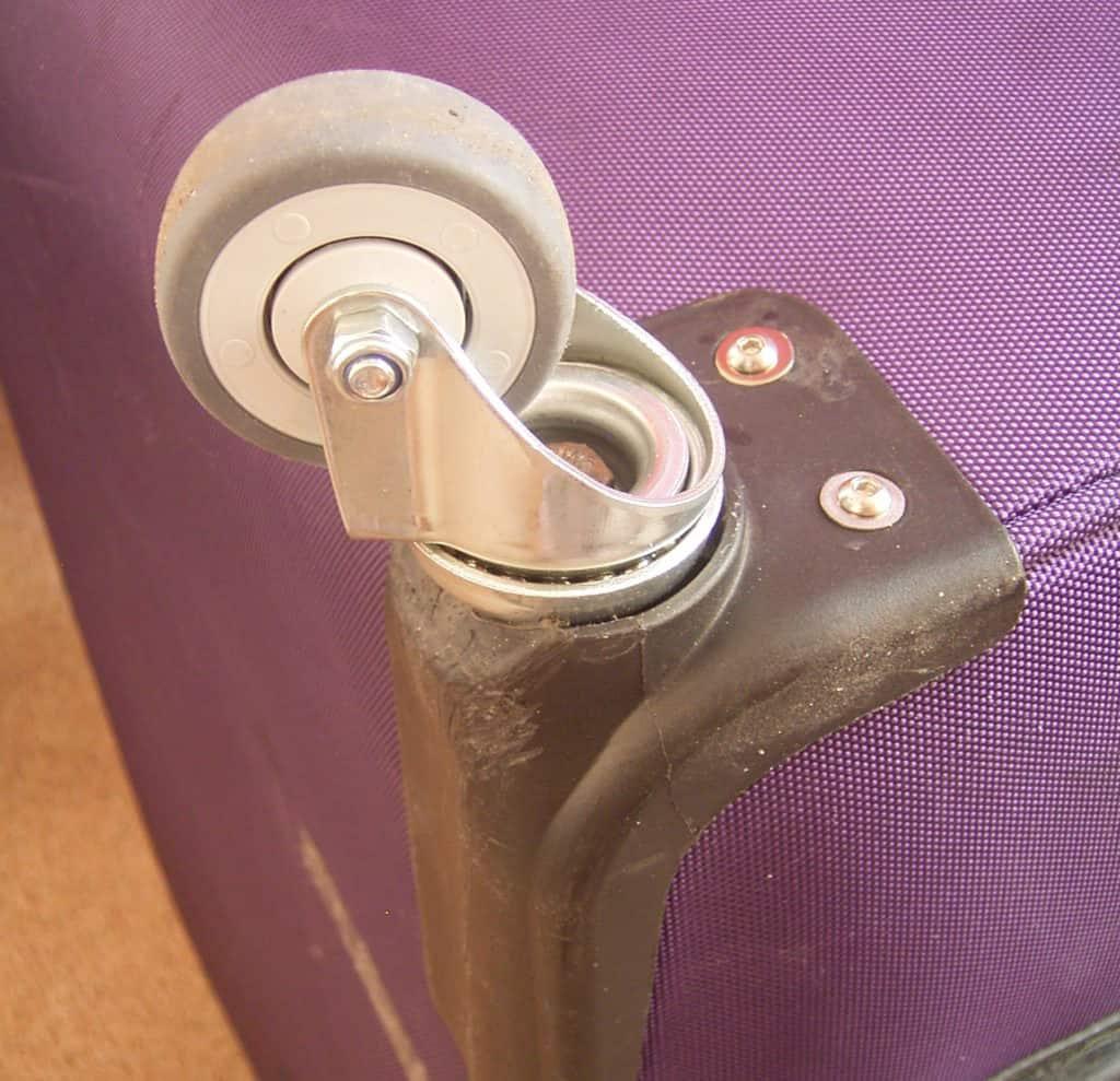 Koffer Rollen Reparatur bei Totalschaden